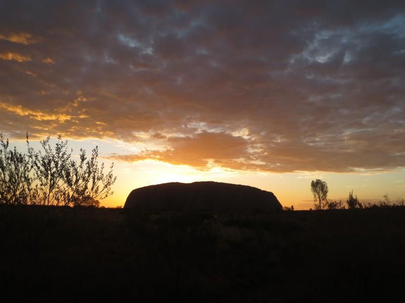 Australia_uluru sunrise