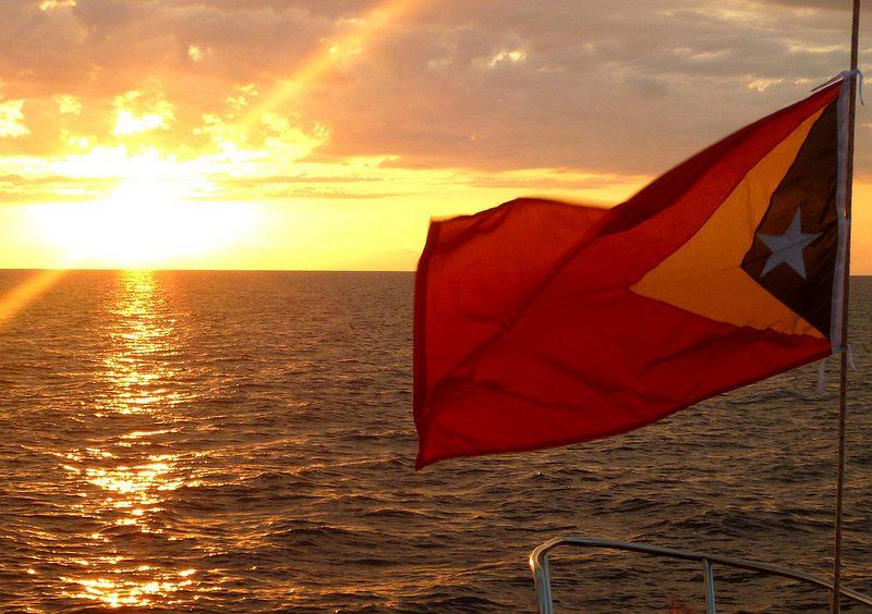 Por do sol no Timor-Leste | Foto: Kate B Dixon via VisualHunt